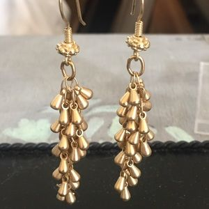 NWOT gold plated droplet earrings